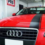 2017/5 アウディ A4  Audi A4のボンネットへストライプを入れてみました。カーボン調が赤い車体に良く似合います。
