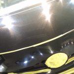2017/9 トヨタ・プリウス(202ブラック) 傷が深く大量に発生されており艶消しグレーに見えるほど光沢が失われておりました。 下地処理研磨をハードポリッシュとし、可能な限り傷の除去を行い塗装面を平滑化させることで コーティングに頼らない光沢を出し、硬さと耐薬品性のPCX-V110(低撥水)し 、濡れたような艶、新車時以上の美しさを演出させて頂きました。 札幌市西区よりご利用ありがとうございました。