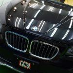 2018/2 BMW・X1(ブラックサファイア) PRO PCX-S8コーティング(撥水・艶・対擦り傷性能)ブラックサファイアは硬い塗装ですが、経年での小傷、汚れはどうしても目立ってしまいます。  下地処理はミドルポリッシュ。 ミガキと言ってもむやみやたらに膜厚は落としませんので、  どちらかと言うと砥ぐがイメージに合うと思います。  これぐらいのレベルになると映込みがハッキリとしますのでコーティングに頼らない光沢を演出します。札幌市豊平区よりご利用誠にありがとうございました。
