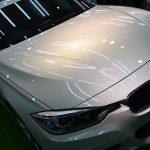 2018/12 BMW・320d(アルピンホワイト) SPG Cort Type-T(完全2層式ガラスコーティング、低撥水・艶・対すり傷・防汚・耐薬品性)1年ほど前(2017年)に他コーティング店へ作業依頼されたそうですが思ったよりキレイにならず、お友達のコーティング施工済みのアルピンホワイトと比べてみると思った通り光沢が少なく見えたとの事で札幌市東区よりご入庫されました。大切にしているお車「頑張って光らせてみますよ」という事でコーティングの乗換え割適用です。