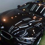2019/8 BMW・320i (ブラックサファイア)昨年(2018年)お車を購入され、洗車傷を防ぐために水を掛けて自然乾燥を行ってたとの事で大量のスケールが発生、美観を損ねている状態でした。このスケールはかなり強固で洗浄だけでは除去が不可です。PCX-V110ガラスコーティング 札幌市豊平区よりご利用ありがとうございました。
